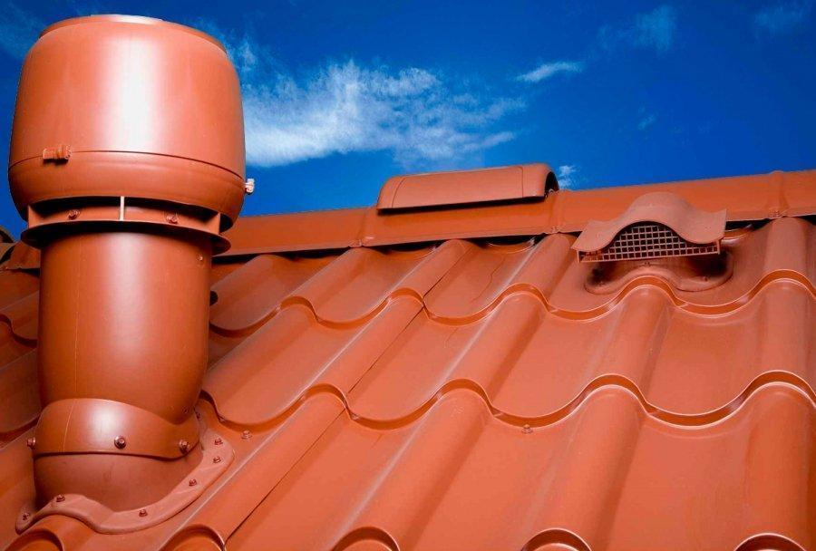 установка вытяжки на крыше из металлочерепицы